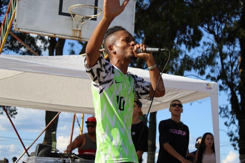 Rimma rapkonferencié på den Hip Hop festivalen i Brasilien arkivbild