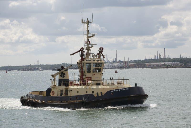 Rimorchiatore d 39 alto mare sull 39 acqua regno unito di southampton fotografia editoriale immagine - B b porta di mare ...