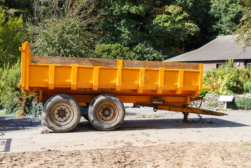 Rimorchio agricolo giallo fotografie stock