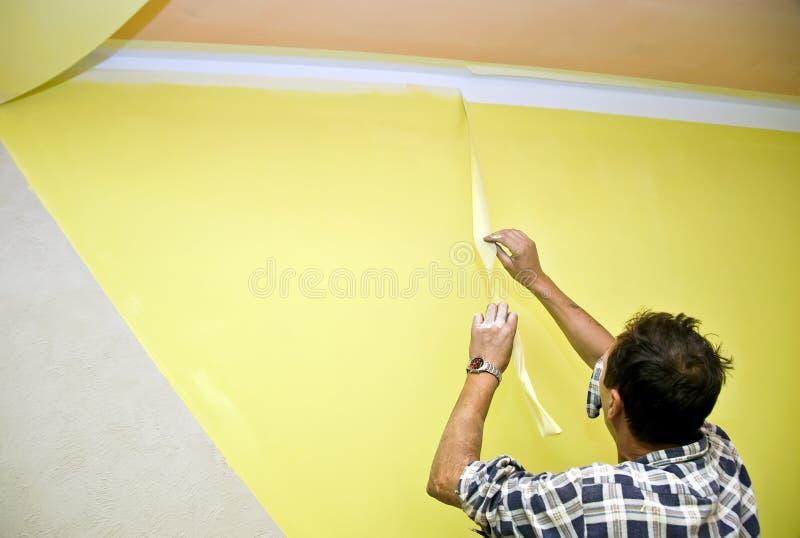 Rimozione del nastro della vernice immagini stock libere da diritti