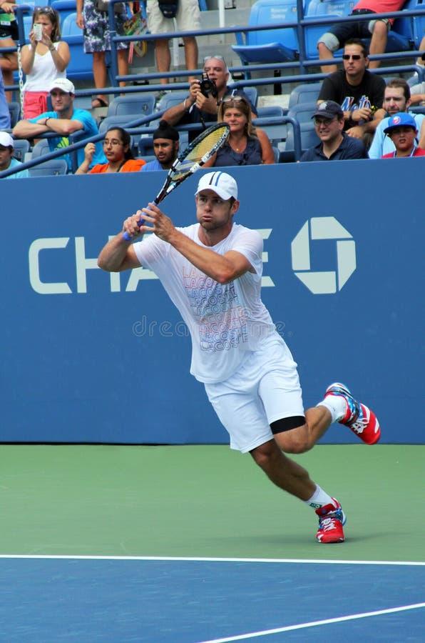 Le champion Andy Roddick de Grand Chelem pratique pour l'US Open au Roi National Tennis Center de Billie Jean photos libres de droits