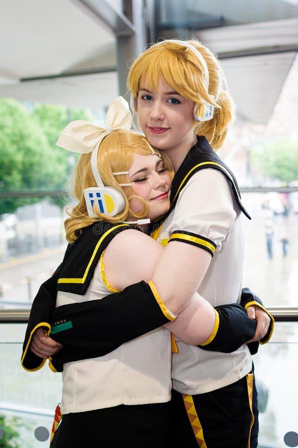 Rin & Len Kagamin Vocaloid Cosplayer lizenzfreie stockfotos