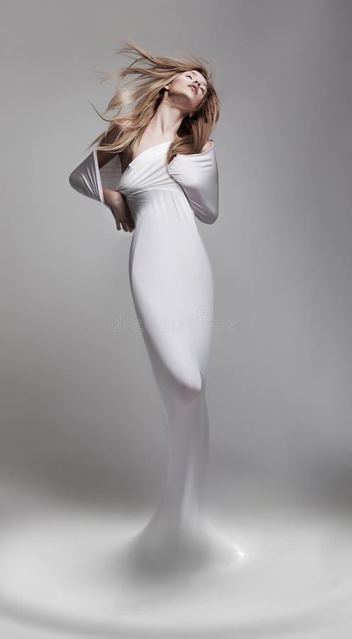 Rinascita. Aphrodite della donna del Venus nella posa fantastica - fotografia stock libera da diritti