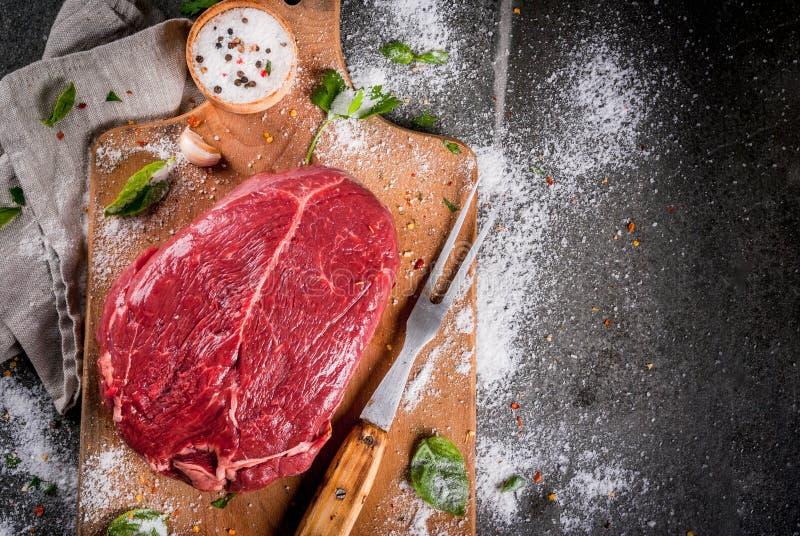 Rindfleisch, Kalbfleisch Frisches rohes zartes Lendenstück lizenzfreies stockfoto