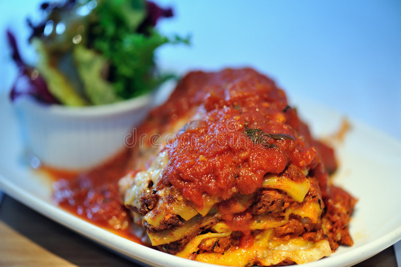 Rindfleisch-Lasagne lizenzfreies stockfoto