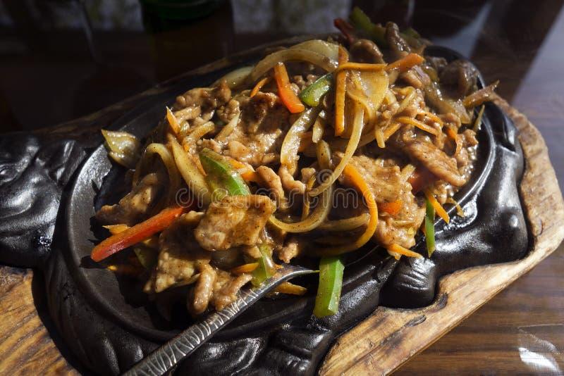 Rindfleisch mit Gemüse stockfotos