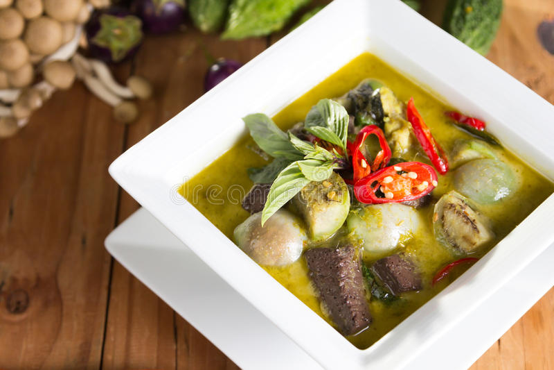 Rindfleisch oder grüner Curry des Huhns stockbilder