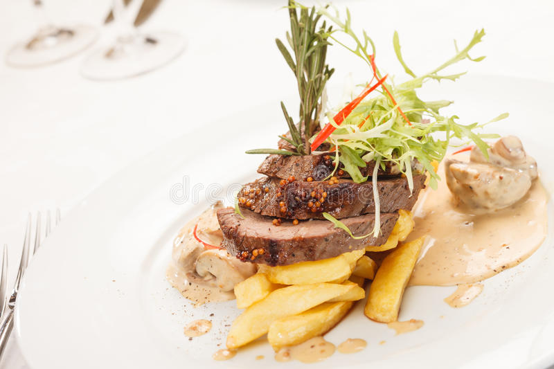 Rindfleischsteak stockbilder