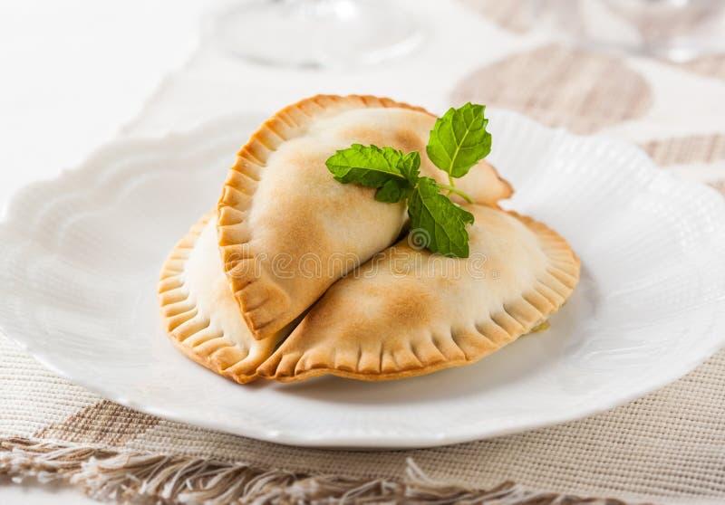 Rinforzi i empanadas con un materiale da otturazione delizioso di picadillo della carne fotografia stock