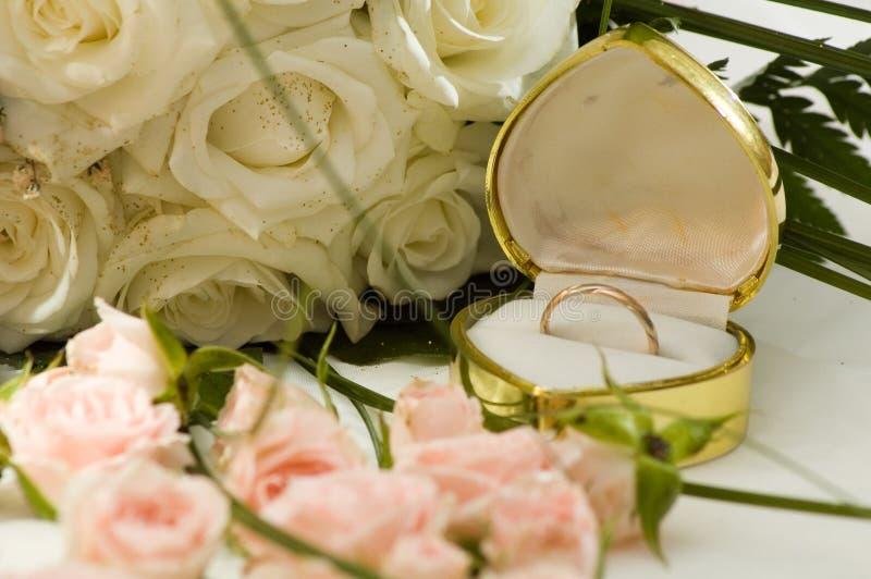 Ring en rozen royalty-vrije stock foto's