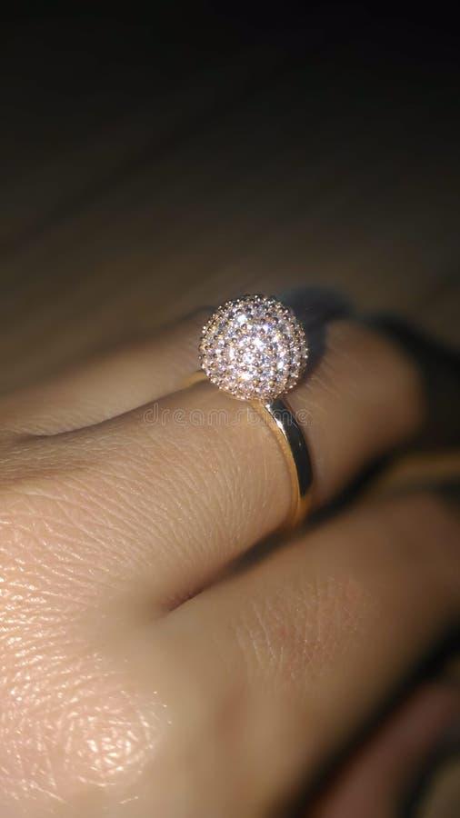 Ring Gold con el diamante imagenes de archivo