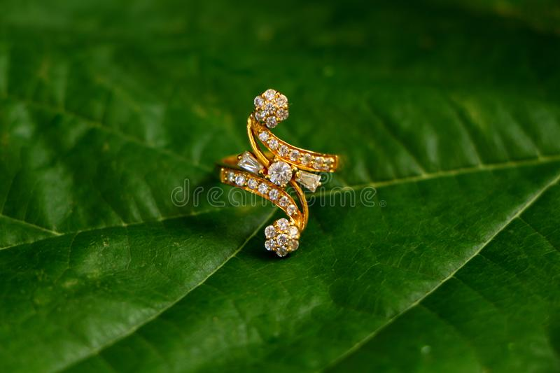 Ring Gold e diamantes fotografia de stock royalty free