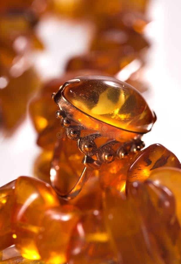 Ring met amber royalty-vrije stock foto's