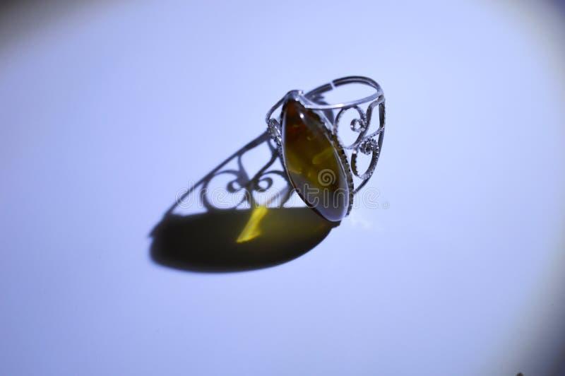 Ring met amber royalty-vrije stock fotografie