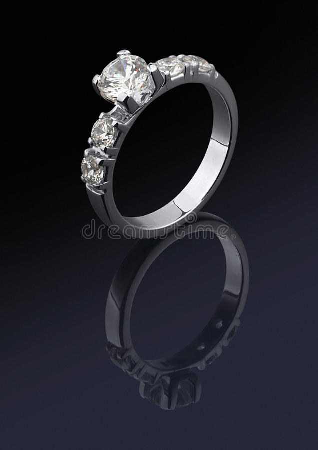 Ring met diamanten stock foto's