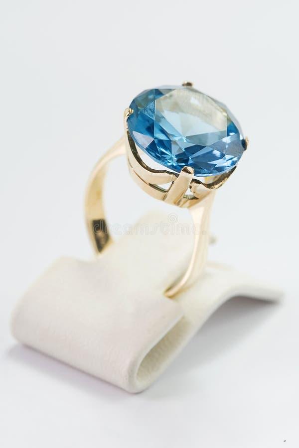 Ring met gem royalty-vrije stock foto's