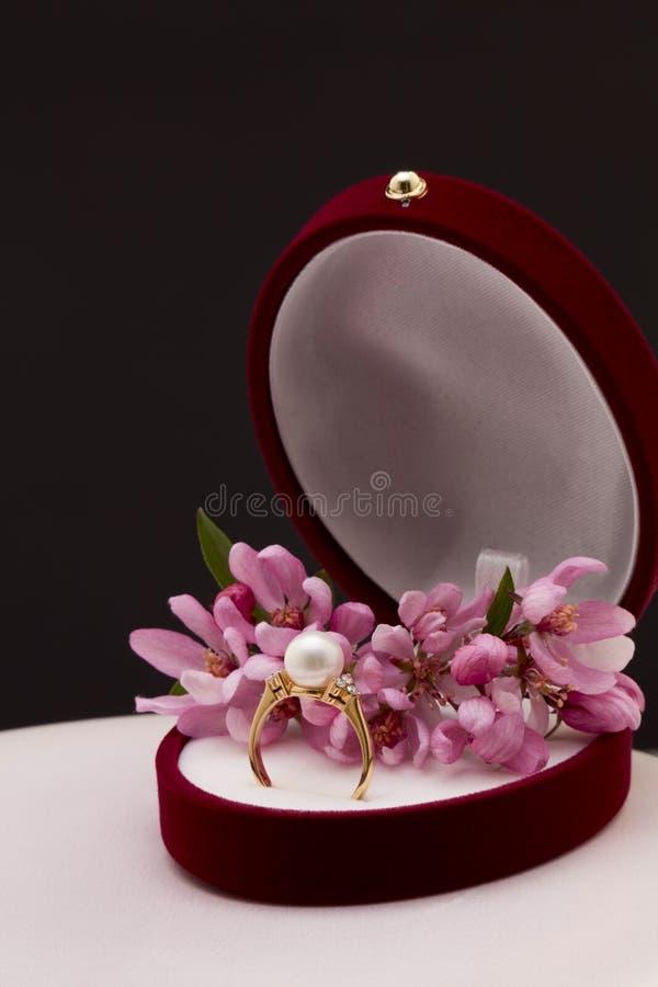 Ring met parel royalty-vrije stock afbeeldingen