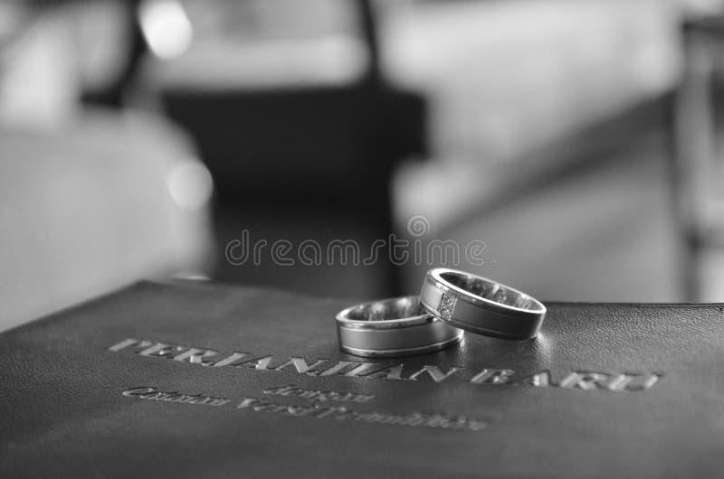 Ring Over une bible photos libres de droits