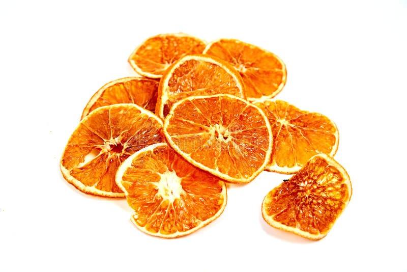 Ringe der getrockneten Tangerine auf einem weißen Hintergrund stockbild