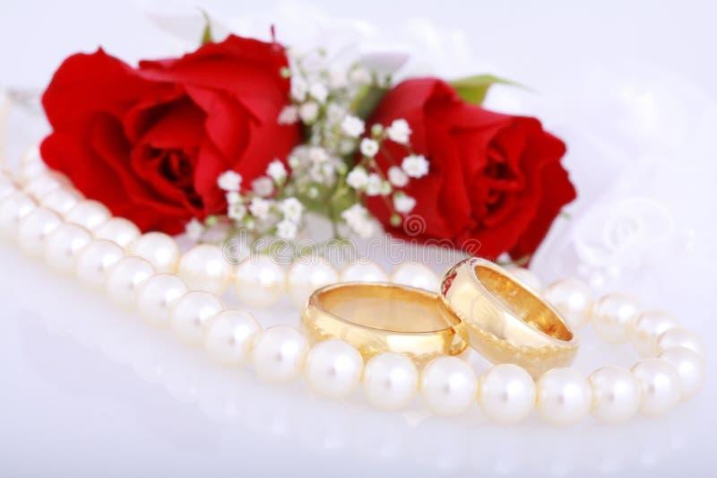 Ringe der goldenen Hochzeit lizenzfreies stockfoto