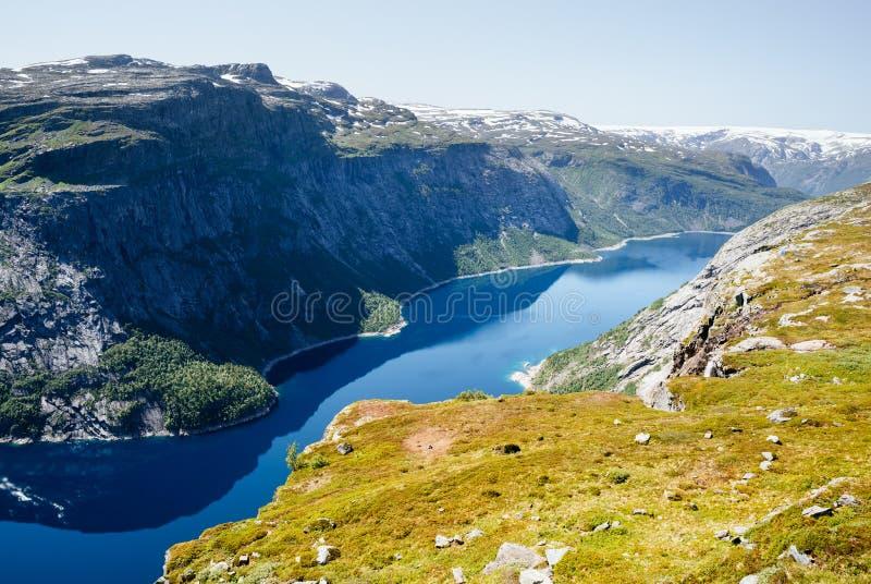 Ringedalsvatnet - blå sjö av Norge royaltyfri foto