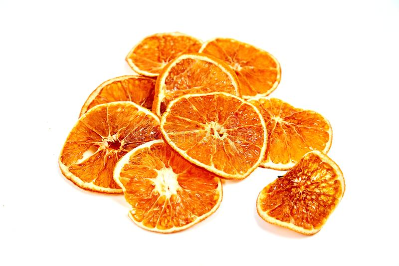 ringen van droge mandarijn op een witte achtergrond stock afbeelding