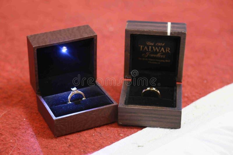 Ringen van Jongen en Meisje royalty-vrije stock foto