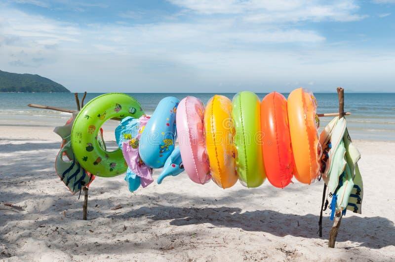 Ringowy Pociesza na plaży obraz stock