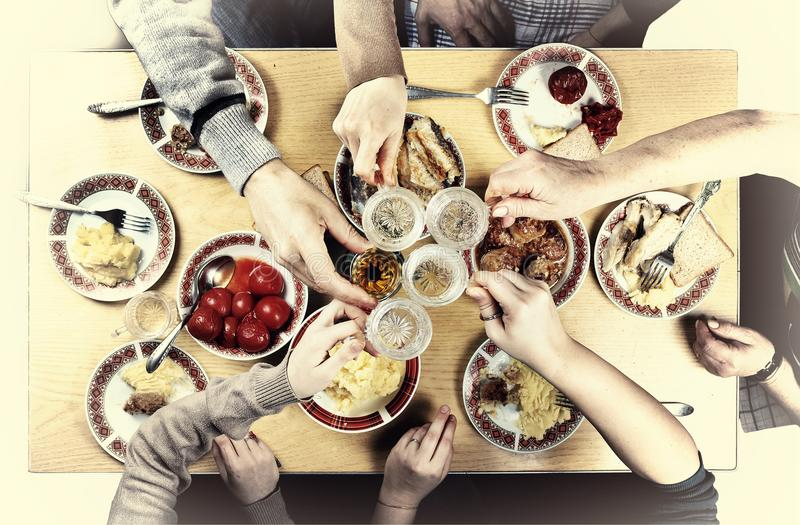 Ringraziamento, Natale Una cena di galà con la famiglia immagini stock libere da diritti