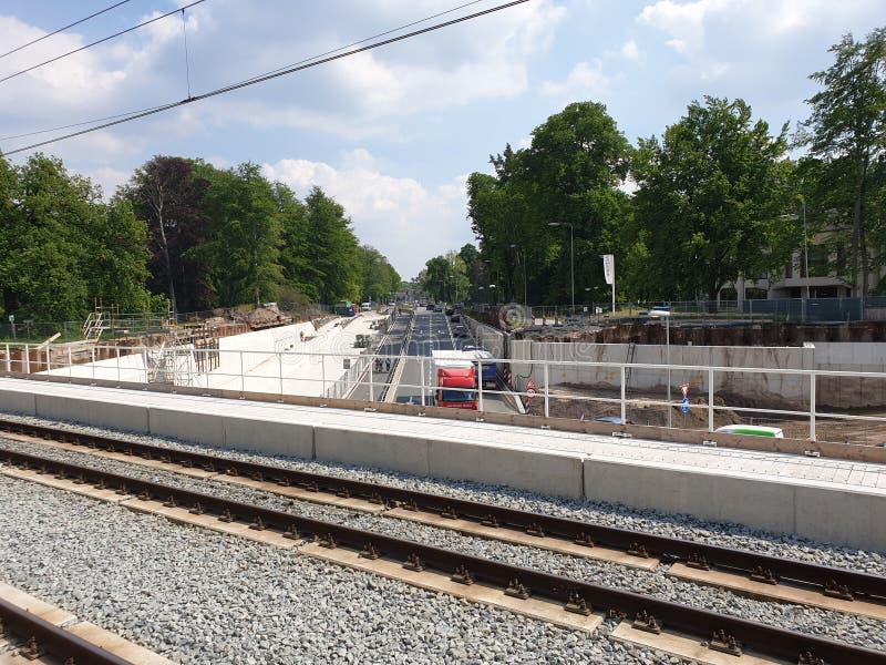 Rinnovamento della stazione ferroviaria Driebergen Zeist nei Paesi Bassi con la strada sotterranea e dell'espansione a 4 piste immagine stock libera da diritti