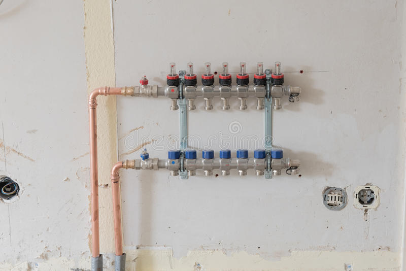 Rinnovamento di un appartamento con il nuovo riscaldamento a pavimento fotografie stock