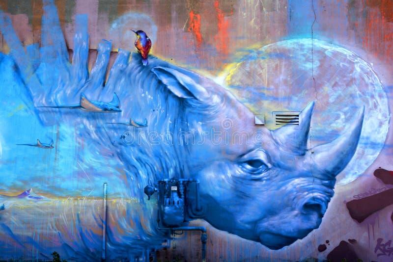 Rinoceronte do azul de Montreal da arte da rua imagem de stock