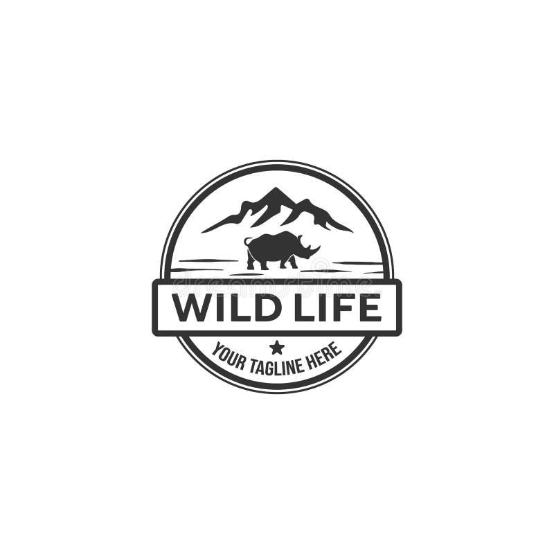 Rinoceronte y los diseños del logotipo de la montaña libre illustration