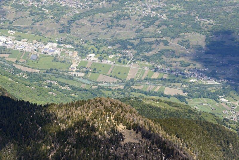 Rio Adda perto de San Giacomo di Teglio, Valtellina, Itália imagem de stock