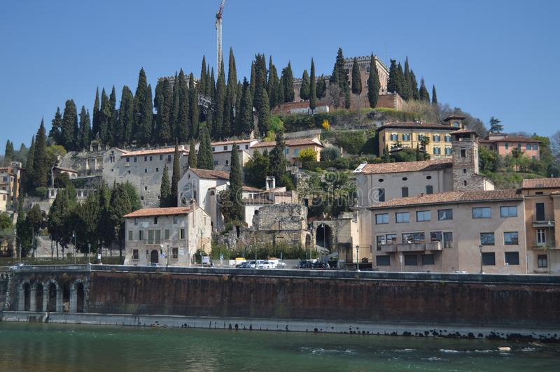Rio Adige At Its Pass i Verona royaltyfri foto