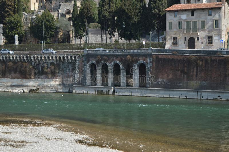 Rio Adige At Its Pass i Verona royaltyfri bild