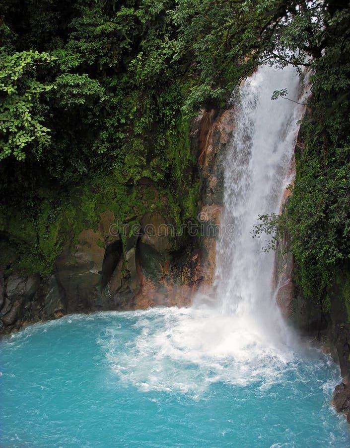 Rio Celeste Waterfall em Tenorio Volcano National Park em Costa Rica imagem de stock