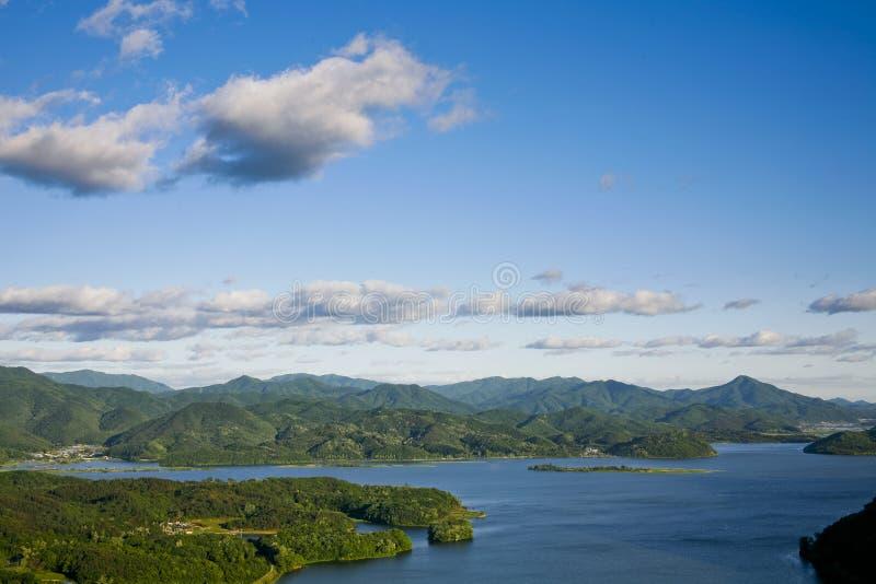 Download Rio cercado por montanhas foto de stock. Imagem de nuvem - 16855656
