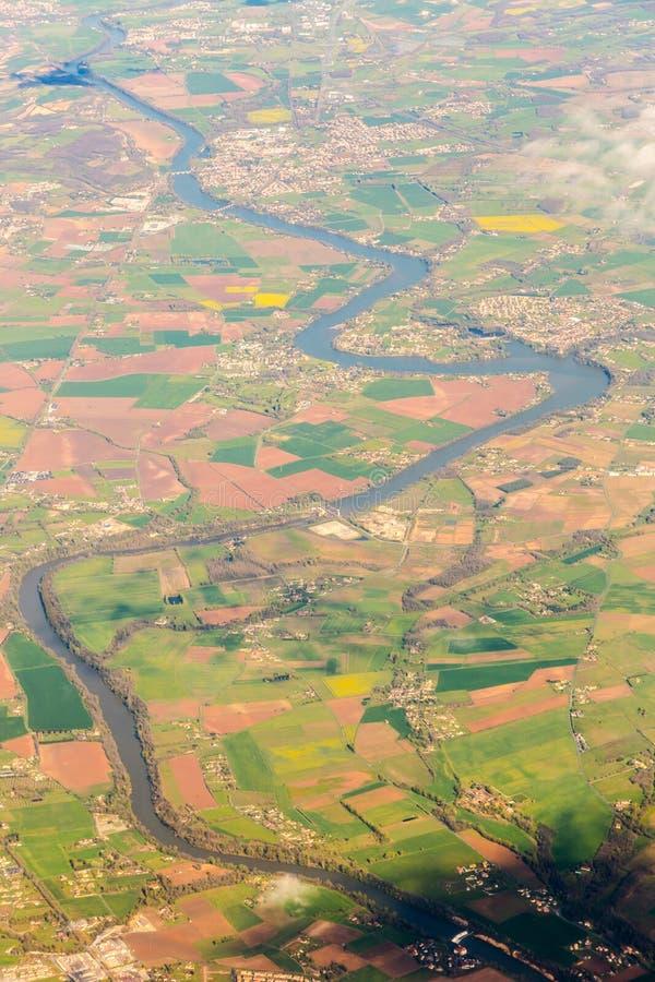 Rio curvado longo com opinião de muitas pontes do céu Vista aérea l foto de stock royalty free