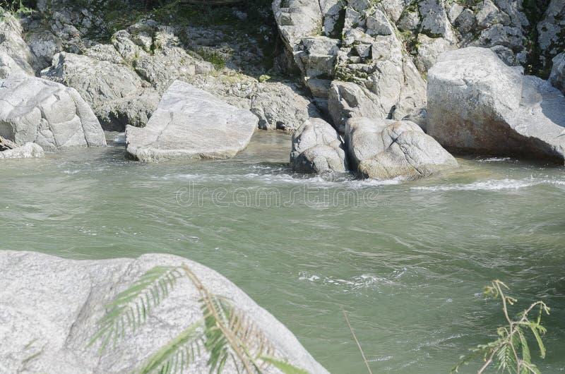 Rio da água quente no Santiago da República Dominicana fotografia de stock