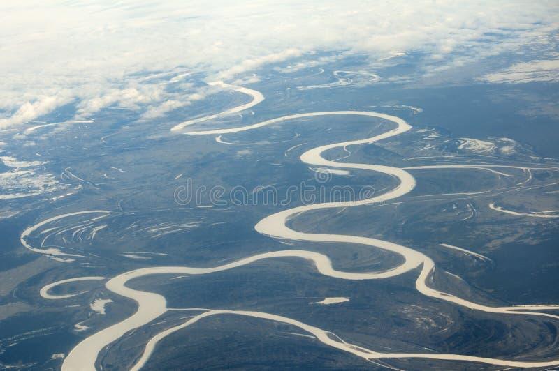 Rio da floresta no dia de inverno imagem de stock royalty free