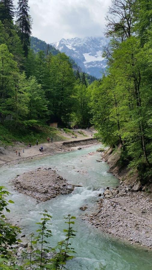 Rio da montanha em Partnachklamm fotos de stock royalty free