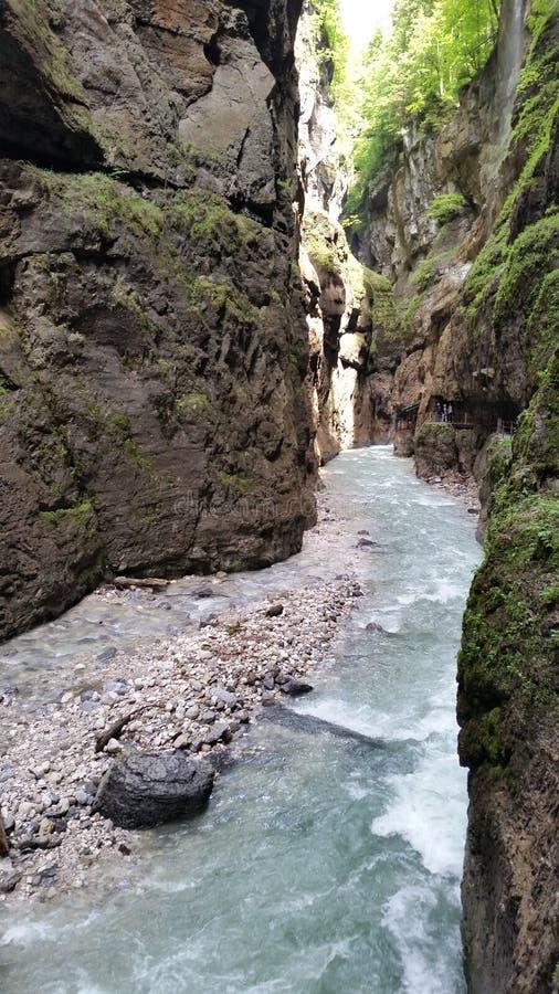 Rio da montanha em Partnachklamm imagens de stock