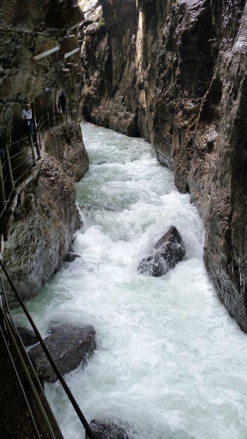Rio da montanha em Partnachklamm fotografia de stock