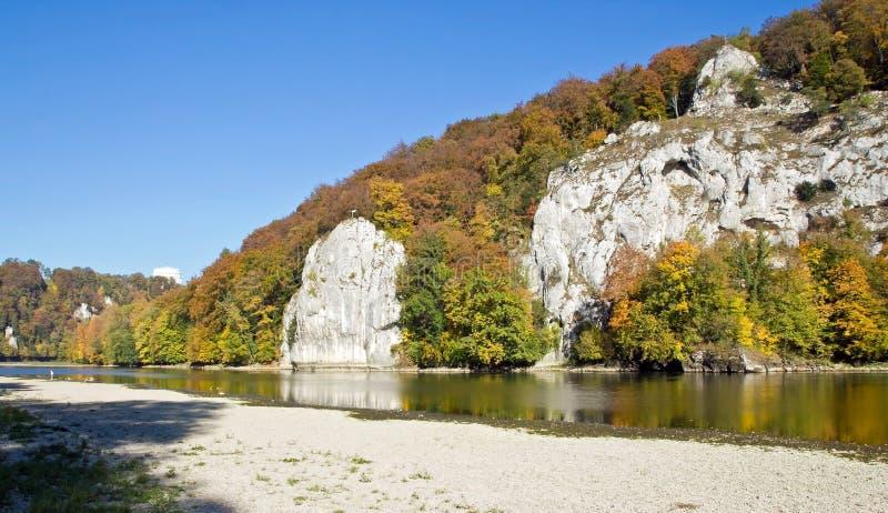 Rio Danúbio ao lado do Salão da libertação, Alemanha fotografia de stock