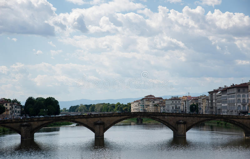 Rio de Arno em Florença (Firenze), Toscânia, Italy foto de stock