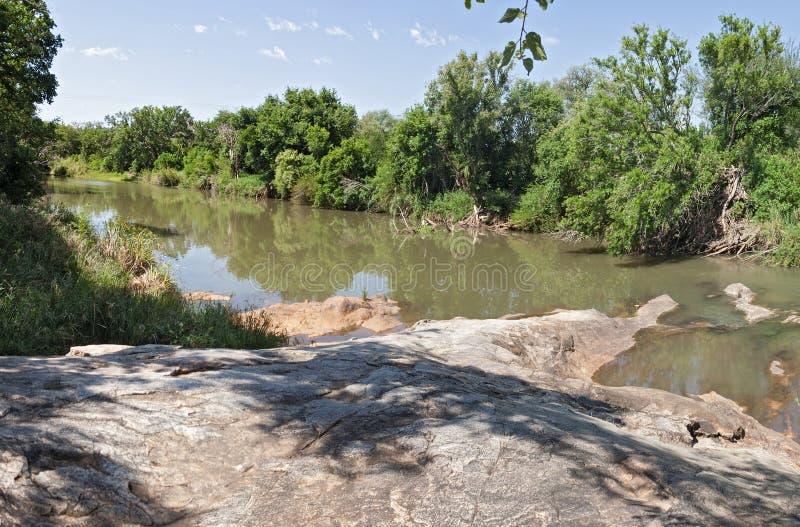 Rio de Blyde perto de Hoedspruit, África do Sul imagem de stock