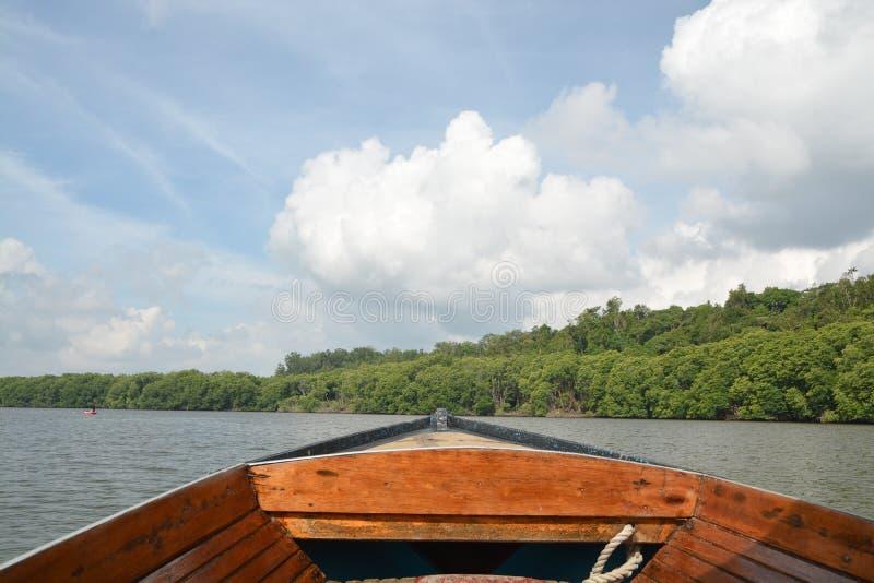 Rio de Brunei Darussalam - viagem do barco fotos de stock