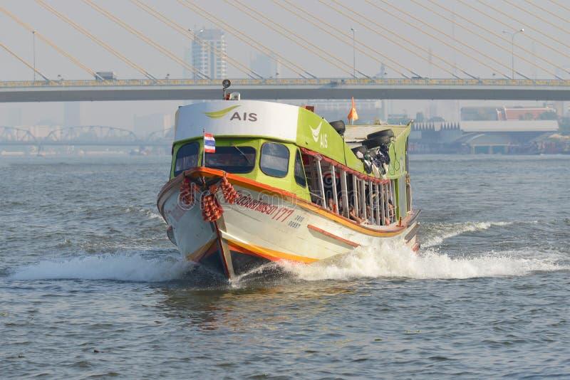rio de Chao Phraya do ` do barco da velocidade do ` do barco de passageiro da Fixo-rota Banguecoque, Tailândia fotos de stock