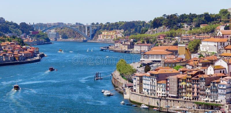 Rio de Douro e britge de Dom Luis porto imagens de stock